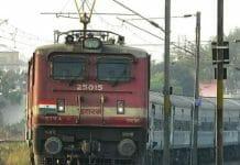 tree-fall-on-a-train's-engine-in-harda