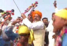 After-flag-hosting-in-barwani-home-minister-bala-bacchan-dance