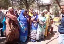 females-protest-against-liquor-shops-in-agar-malwa