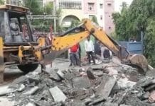 administration-removed-the-encroachment-of-Ramaya-hotel