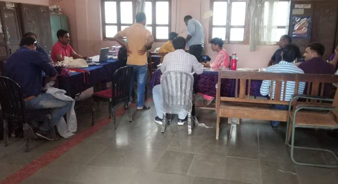 lokayukta-raid-in-sale-tax-office-bina-2-officer-caught-with-bribe
