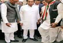 congress-worker-wears-shoes-after-15-years-in-mp