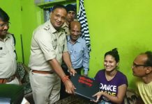 Helped-of-Vaishnavi-who-lost-one-leg-in-accident