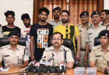 police-arrested-four-people-with-weapons