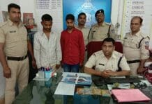 police-caught-two-with-illegal-weapons-