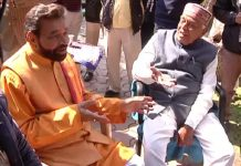 former-mp-ramkrishna-kusmariya-mets-babulal-gour-in-his-house