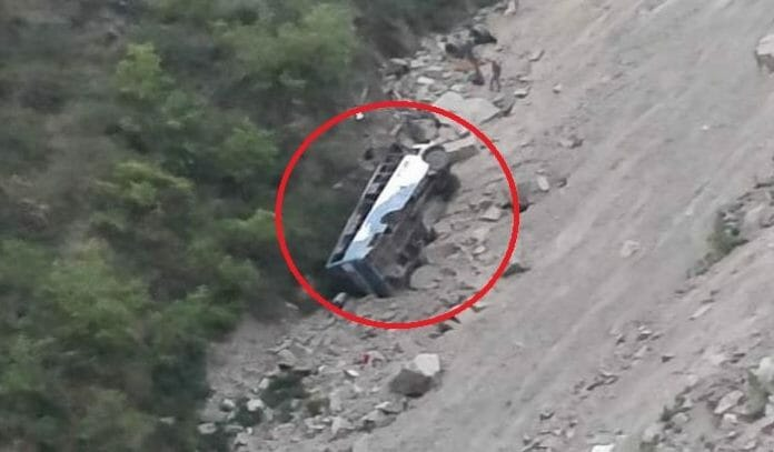 a-bus-on-pathankot-dalhousie-route-fell-into-a-gorge-at-panchpulla-near-banikhet