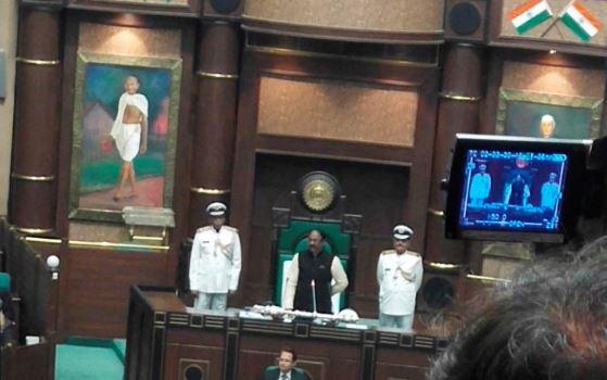 vidhansabha-speaker-np-prajapati-returns-police-security-madhya-pradesh