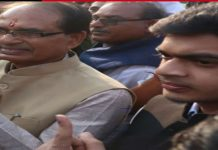 MP-ELECTION--First-time-CM's-son-Kunal-cast-vote