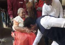 ex-mp-jaishree-banerji-voting-in-jabalpur