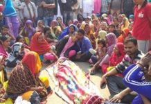 youth-death-after-police-beaten-family-person-chakkajam-in-shahdol-district