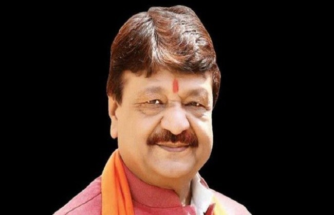 Kailash-gets-clean-chit-by-police-officer-prakash