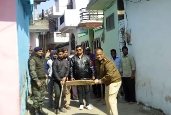 jabalpur-SP-amit-singh-played-street-cricket