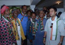 Dr--Mahesh-Adiwasi-District-President-of-BJP-Adivasi-Morcha-join-congress