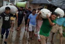 rss-worker-engaged-in-the-help-of-Ashapur-flood-victims