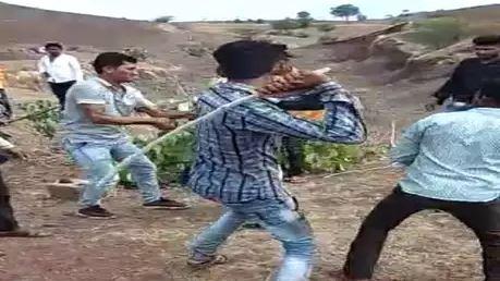 video-viral-for-girl-beaten-by-family-in-dhar