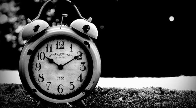 Why-is-always-shown-in-Closed-Clock-10-10-time
