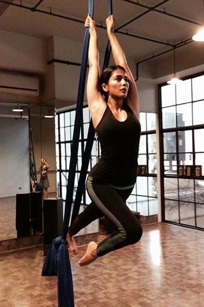 खुद को फिट रखने के लिये योगा और जिम में पसीना बहाती हैं सुष्मिता सेन