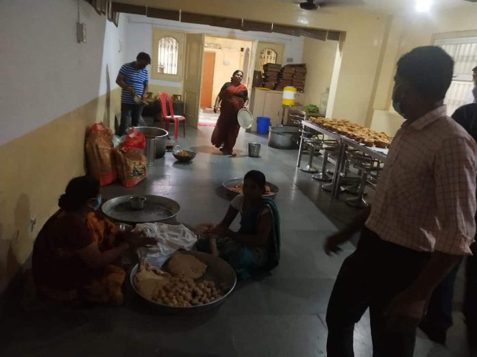 कोरोना संकट के बीच श्री आदिनाथ जैन श्वेताम्बर संघ द्वारा गरीबों को निशुल्क भोजन वितरण