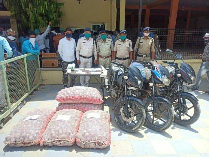 धार: पुलिस की बड़ी कामयाबी, हथियार सहित 3 लाख रूपए के माल बरामद