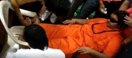 Bhopal सांसद साध्वी प्रज्ञा की तबियत बिगड़ी, BJP कार्यालय में बेहोश होकर गिरीं