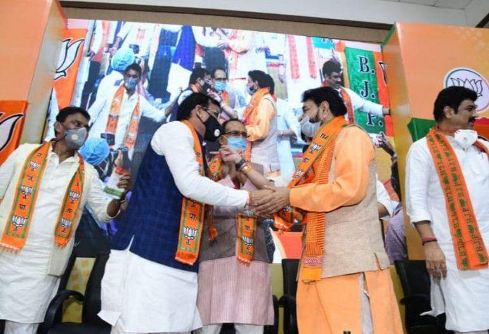 'बाबा' की भाजपा में वापसी, चुनाव में 'बागी' होकर बिगाड़े थे BJP के समीकरण