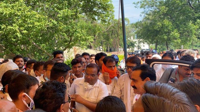 अशासकीय शाला समन्वयक महासंघ ने विभिन्न मांगों के संबंध में गृहमंत्री को सौंपा ज्ञापन