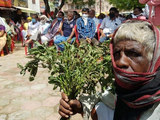 कांग्रेस ने निकाली रैली, खराब फसल लेकर किसानों के साथ पहुंचे कलेक्ट्रेट, उठाई ये मांग