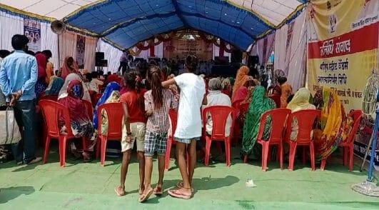 मुख्यमंत्री अन्नपूर्णा योजना 'अन्न उत्सव' के तहत हितग्राहियों को बांटा खराब अनाज