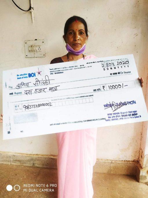 अनिता को मिली नई उम्मीद ,मिला 10 हज़ार का ब्याज मुक्त ऋण