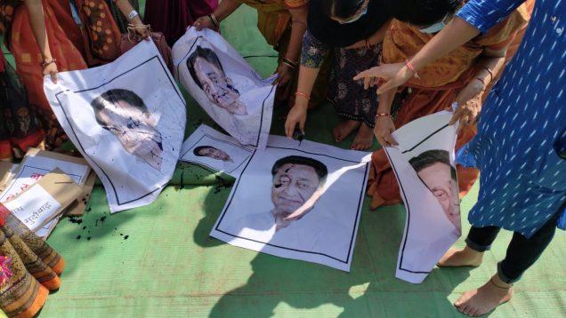 कमलनाथ के इमरती देवी पर की गई अभद्र टिप्पणी का विरोध, पूर्व सीएम की फोटो पर पोती कालिख