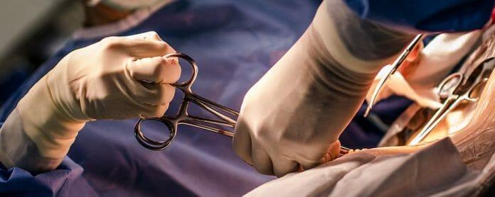 40 cm long cloth left during woman's cesarean delivery