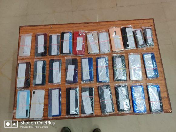 शाहगंज पुलिस की बड़ी कार्रवाई, मोबाइल चोर गिरोह का किया पर्दाफाश