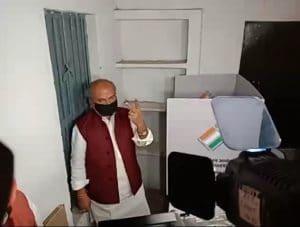 केंद्रीय मंत्री का दावा- भाजपा जीतेगी 28 , कमलनाथ तय करेंगे उन्हें क्या करना है?