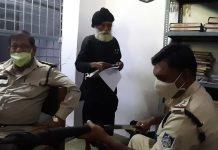 a senior citizen was walking around with a sword in collectorate jabalpur
