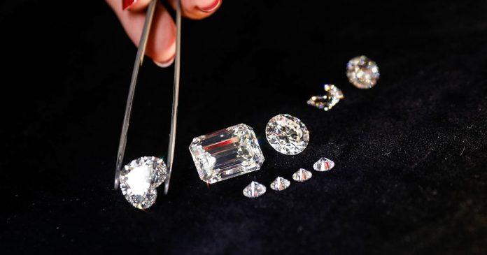 two-laborers-found-diamond-panna