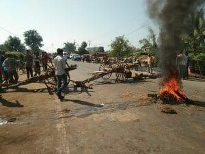 Road Accident: दुर्घटना की रिपोर्ट दर्ज नहीं करने पर सड़क पर फूटा परिजनों और ग्रामीणों गुस्सा