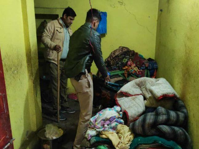 मंदिर में चोरी करने गया चोर सोया, पुलिस ने उठाया तो बोला- अभी सोने दो, ठंड लग रही है