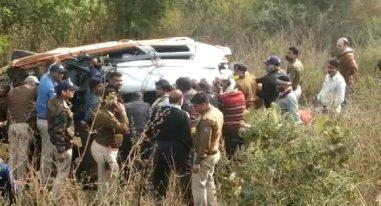 Road Accident : कटनी में कार और ट्रक के बीच हुई जोरदार टक्कर में कार 20 मीटर दूर फिकाई, 4 की मौत