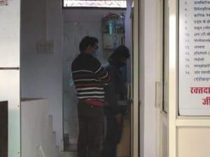 प्लाज्मा कांड: श्री राधास्वामी ब्लड बैंक की जांच करने आई टीम, दस्तावेज खंगाले