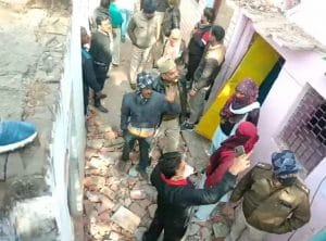 स्मैक तस्कर परिवार के दो मकान गिराए, चार पर कल चलेंगे बुलडोजर, सरकारी जमीन पर था कब्जा