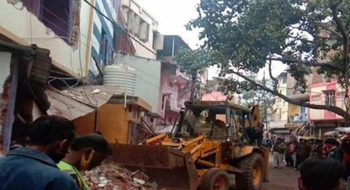 राजधानी में फरार ड्रग माफिया हुकुमचंद पर बड़ी कार्रवाई, ध्वस्त किया चार मंजिला अवैध मकान