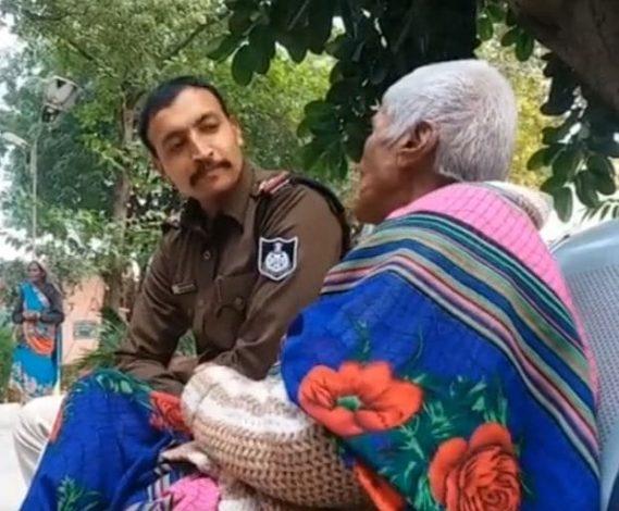 Morena Police ने पेश की मानवता की मिसाल, छत्तीसगढ़ से भटकी वृद्ध महिला के घर का लगाया पता