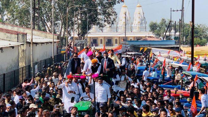 Indore News : भोपाल के बाद इंदौर में कांग्रेस का हल्लाबोल, 1000 ट्रैक्टरों के साथ सड़कों पर उतरी