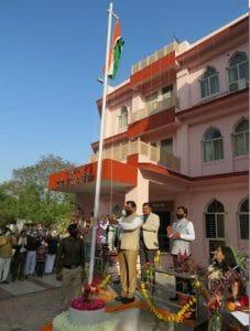उत्साह के साथ मनाया गया गणतंत्र दिवस, नेहरू स्टेडियम सहित अन्य स्थानों पर हुआ ध्वजारोहण