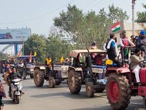 किसानों की ट्रैक्टर परेड - केंद्रीय कृषि मंत्री के बंगले के बाहर आंदोलनकारियों का प्रदर्शन