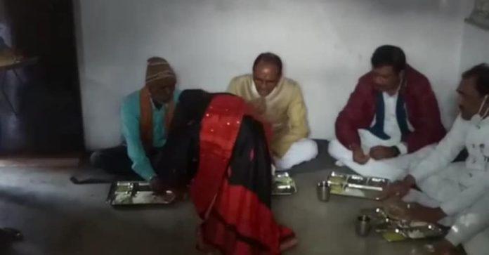 सीएम शिवराज सिंह चौहान ने गणतंत्र दिवस पर मजदूर छेदीलाल के घर खाया खाना
