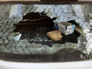 बदमाशों के निशाने पर एक थाना, गाड़ियों के शीशे तोड़े, घर में बंधे 1 लाख के पशु ले गए