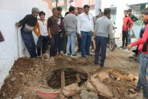 Gwalior News: पानी की टंकी में गिरकर मर गया कुत्ता, घरों तक पहुँचता रहा गंदा पानी