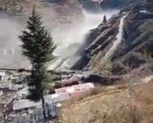 उत्तराखंड: ग्लेशियर फटने से भारी तबाही, 150 से अधिक लोगों के लापता होने की खबर, अलर्ट जारी